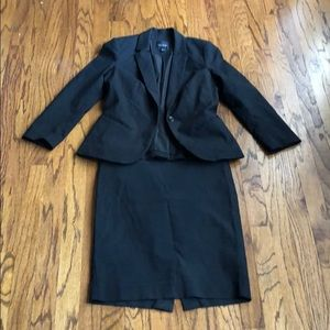 The Limited Exact Stretch Black Skirt Suit
